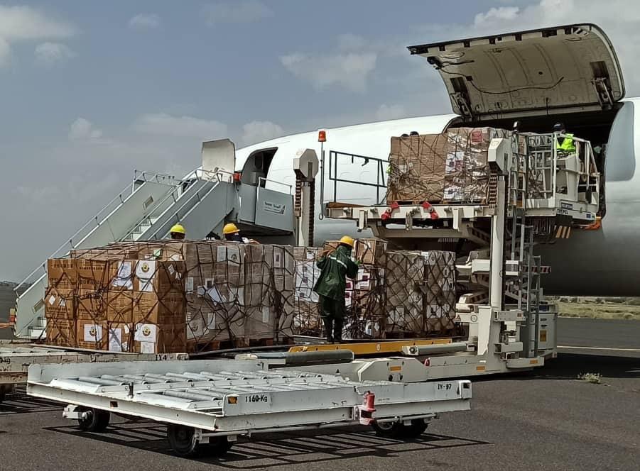 وصول طائرة شحن مطار صنعاء الدولي تحمل مستلزمات طبية ...