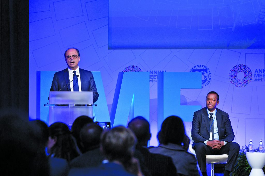منطقة الشرق الأوسط وآسيا الوسطى تواجه تحديات في تنويع اقتصاداتها وتحقيق النمو.. الشمول المالي لا يزال يواجه صعوبات اقتصادية واجتماعية